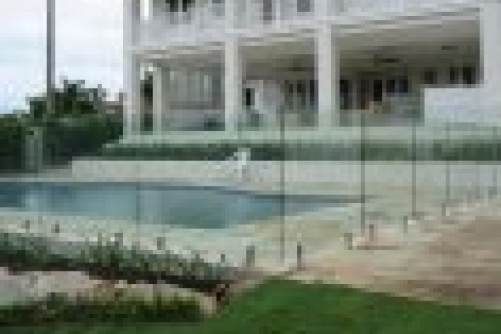 Farm Gates Frameless glass 720 480